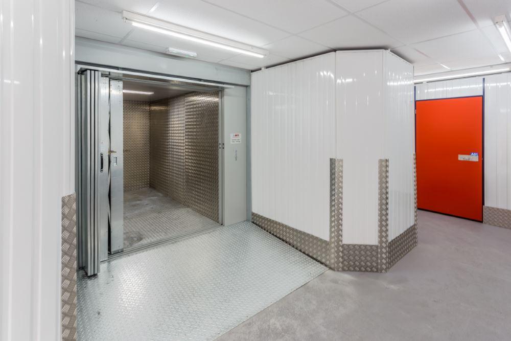 Calne Self-Store Lift
